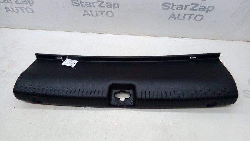 Накладка внутренняя на заднюю панель кузова   857704y000