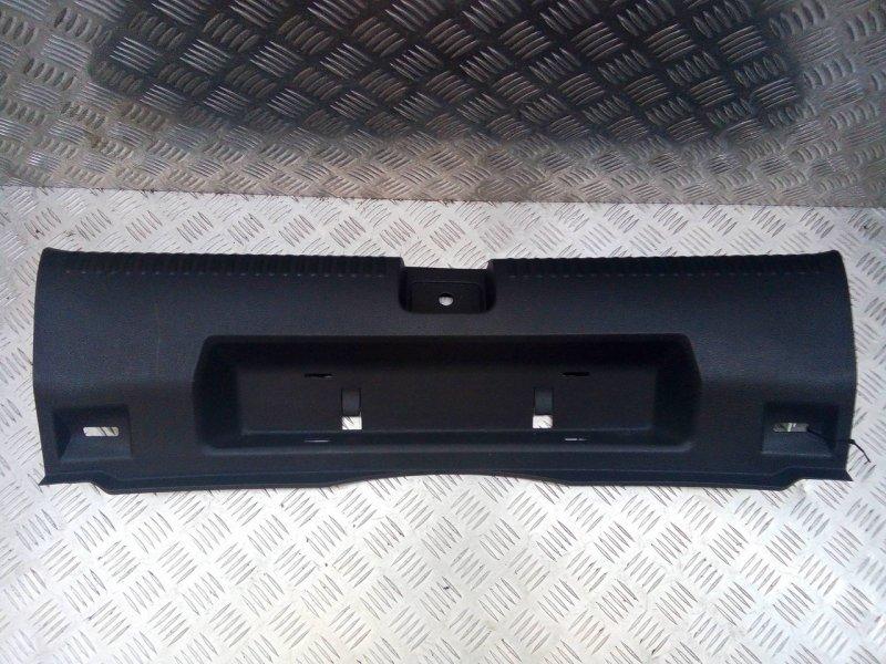 Накладка внутренняя на заднюю панель кузова   5c6863459a