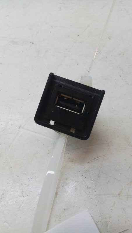 Разъем AUX / USB   284H31FA0B