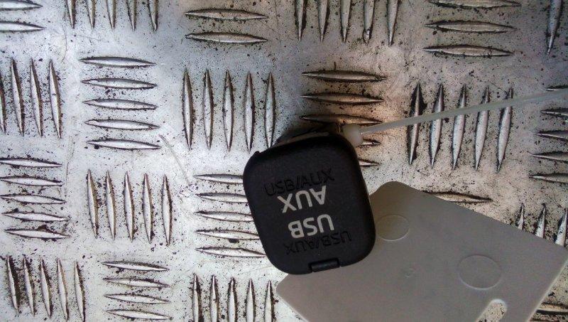 Разъем AUX / USB   KD45669U0