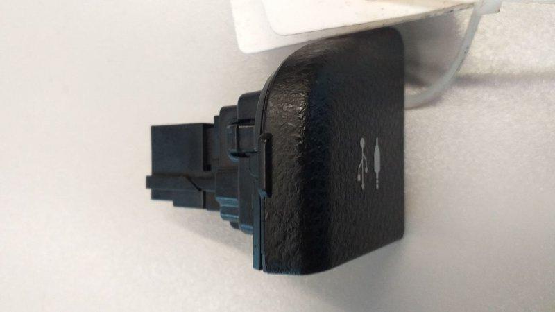 Разъем AUX / USB   5540733040