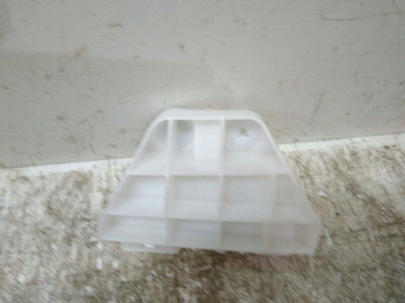 Кронштейн заднего бампера Toyota  5256312090